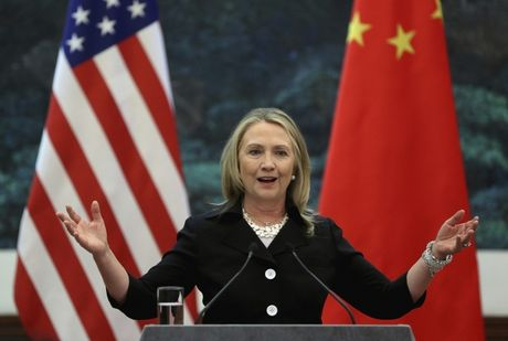 Ba Clinton tuyen bo dung ten lua bao vay Trung Quoc - Anh 1