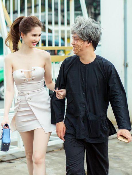 Ngoc Trinh lap lo vong 1 khi di xem gameshow - Anh 1