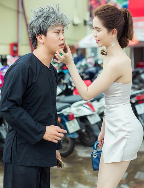 Ngoc Trinh lap lo vong 1 khi di xem gameshow - Anh 2