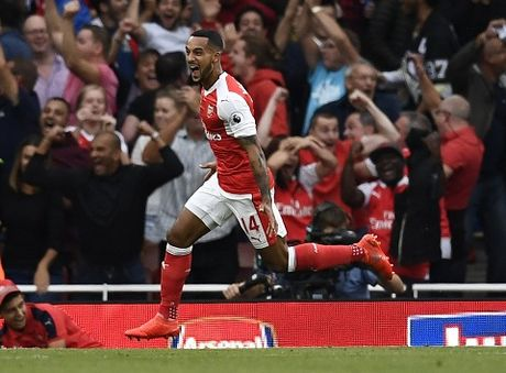 TRUC TIEP vong 8 Premier League: Arsenal 2-1 Swansea. De Bruyne da hong 11m (Hiep 2) - Anh 7
