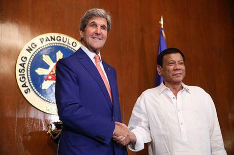 Tong thong Philippines Duterte khien ca My lan Trung Quoc... bat an? - Anh 2