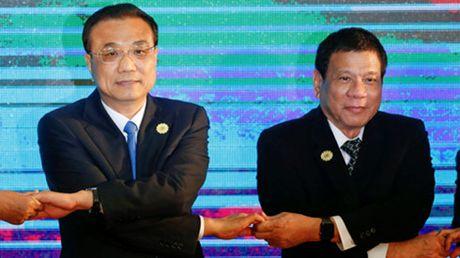 Tong thong Philippines Duterte khien ca My lan Trung Quoc... bat an? - Anh 3