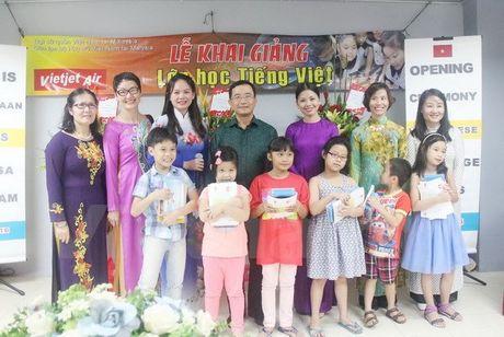 Khai giang lop tieng Viet dau tien cho con em cong dong tai Malaysia - Anh 1