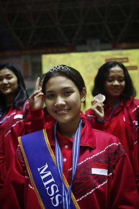 Hoa khoi VTV Cup 2016 gay tranh cai vi... hoi xau - Anh 3