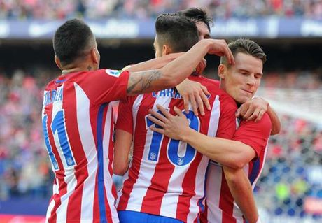 'Trong phao tit ngoi', Atletico Madrid van nguoc dong huy diet Granada - Anh 1