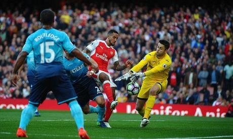 Walcott lap cu dup, Xhaka suyt quang di 3 diem cua Arsenal - Anh 2