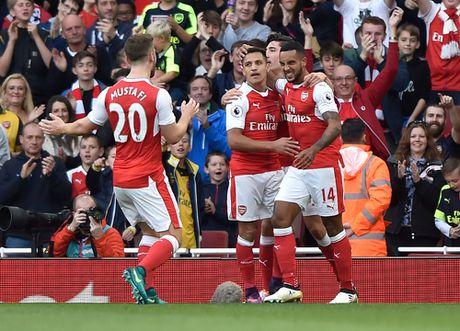Walcott lap cu dup, Xhaka suyt quang di 3 diem cua Arsenal - Anh 3