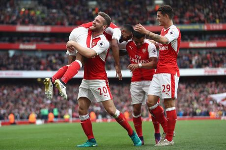 Walcott lap cu dup, Xhaka suyt quang di 3 diem cua Arsenal - Anh 6