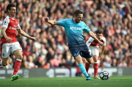 Walcott lap cu dup, Xhaka suyt quang di 3 diem cua Arsenal - Anh 7