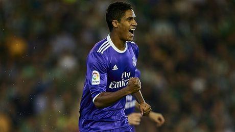 Dap tan chi trich, Real Madrid 'danh tennis' tren san cua Betis - Anh 1