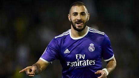 Dap tan chi trich, Real Madrid 'danh tennis' tren san cua Betis - Anh 2