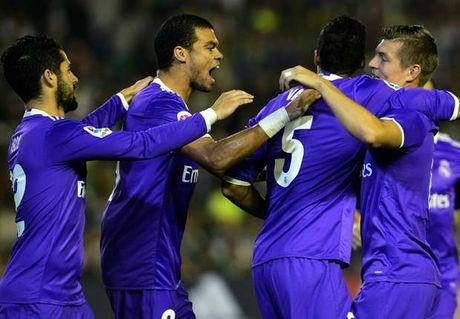 Dap tan chi trich, Real Madrid 'danh tennis' tren san cua Betis - Anh 4