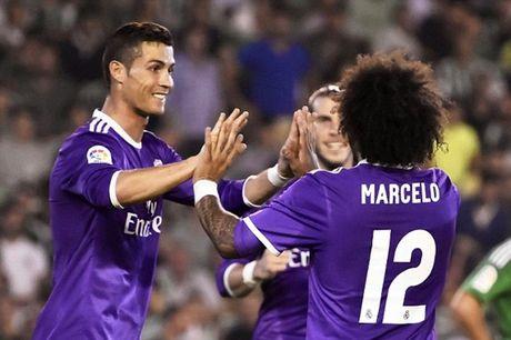 Dap tan chi trich, Real Madrid 'danh tennis' tren san cua Betis - Anh 5