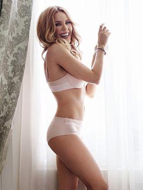 Kylie Minogue - Co ca sy cuong bong da - Anh 2