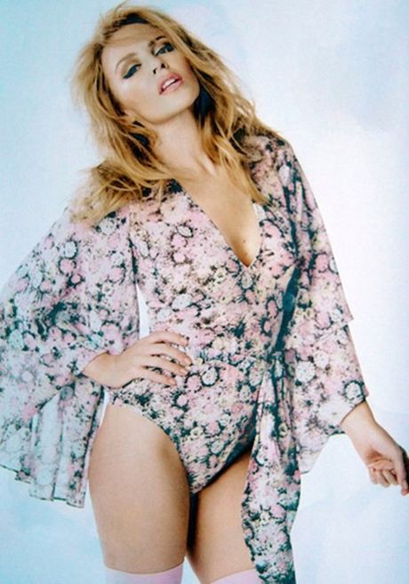 Kylie Minogue - Co ca sy cuong bong da - Anh 6