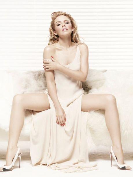 Kylie Minogue - Co ca sy cuong bong da - Anh 8