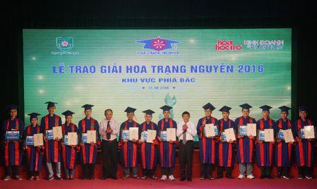 Trao hoc bong cho 166 Hoa trang nguyen khu vuc phia Bac - Anh 1