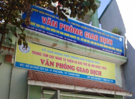 Rut giay phep Trung tam Day nghe va Bao tro xa hoi Ngoc Thoa - Anh 1