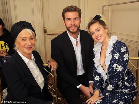 Miley Cyrus tuoi het co ben nguoi tinh dien trai - Anh 2