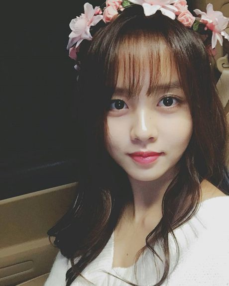 Sao Han 16/10: Kim So Hyun doi vong hoa xinh yeu, AOA khoe chan thon - Anh 3