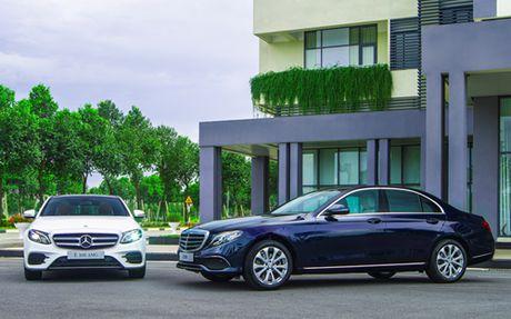 Mercedes E-Class moi gia tu 2,1 ty dong - Anh 2