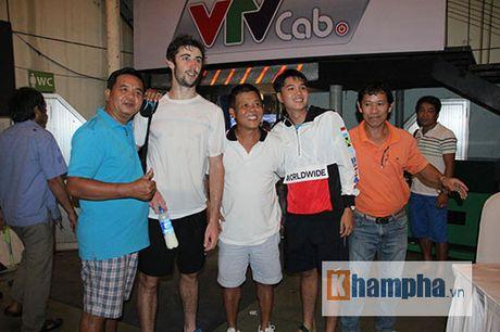 Fan nu duoi theo nha vo dich Vietnam Open toi tan phong nghi - Anh 8