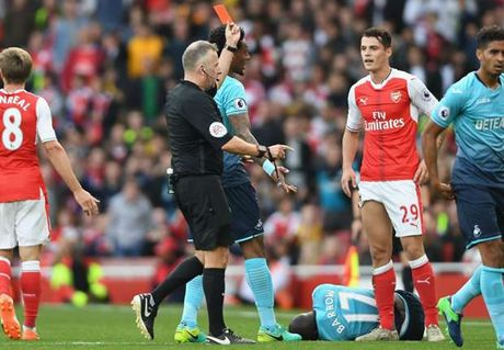 Ban tin The thao: Tan binh Arsenal tra gia dat vi choi xau - Anh 1