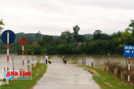 Hang ngan ho dan Ha Tinh van dang bi co lap - Anh 6
