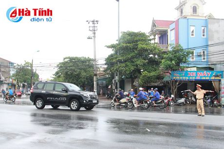 Het mua roi, thanh pho Ha Tinh van con 'song'...! - Anh 18
