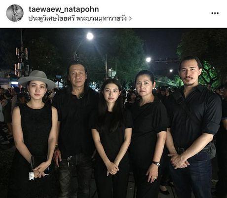 Sao Thai, sao Han cung mac do den lang le toi tien biet Quoc vuong Bhumibol - Anh 1
