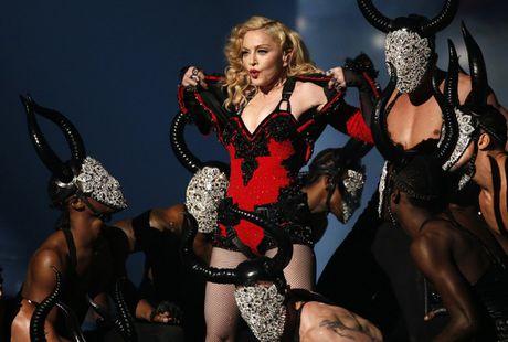 Madonna duoc vinh danh Nguoi phu nu cua nam 2016 - Anh 1