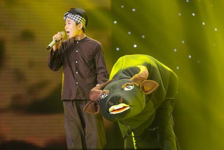 Noo Phuoc Thinh nhun nhay tren ghe nong co vu cho tro cung - Anh 6