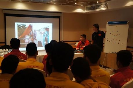 U19 Viet Nam: Bien 'dau thuong' thanh hanh dong - Anh 1