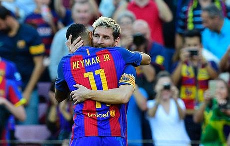 Messi chi mat bon phut de ghi ban, Barca dai thang Deportivo - Anh 1