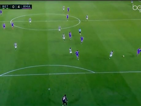 Real Madrid phan cong kinh dien: Toc do, chinh xac, an y va hieu qua - Anh 1