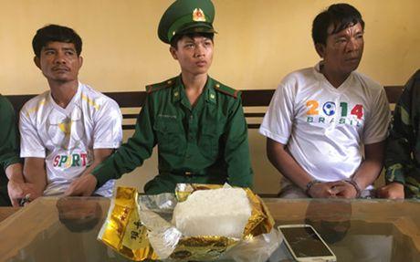 Bien phong bat 2 nguoi quoc tich Campuchia buon ban ma tuy da - Anh 1