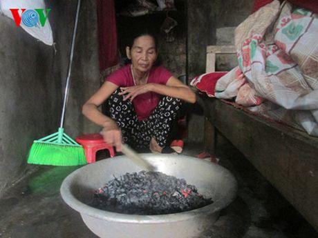 Quang Binh: 2 me con san phu duoc so tan luc nua dem khi lu ve - Anh 2