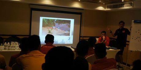 U19 Viet Nam quyet dau UAE de xoa diu noi dau mien Trung lu lut - Anh 1