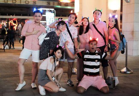 Van Anh, Tu Vi choi troi dua ca doan phim du lich Singapore - Anh 1