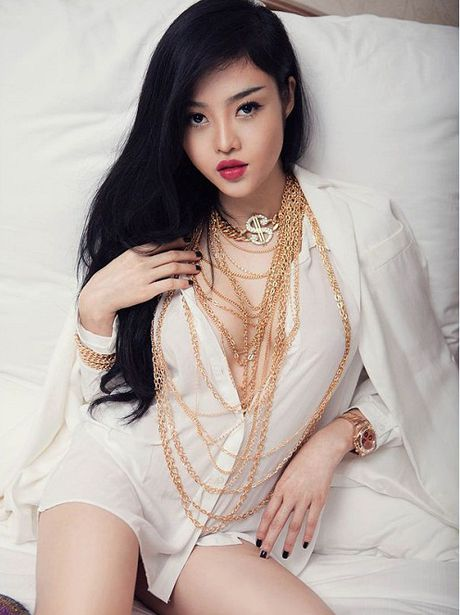 Ky Duyen, Mai Phuong Thuy cung chay theo 'con sot' khong noi y - Anh 10