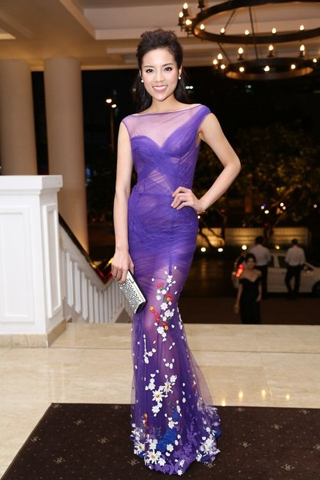 Ky Duyen, Mai Phuong Thuy cung chay theo 'con sot' khong noi y - Anh 8