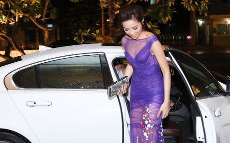 Ky Duyen, Mai Phuong Thuy cung chay theo 'con sot' khong noi y - Anh 9