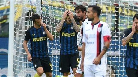 Lam mat long CDV, Icardi sap bi Inter trung phat - Anh 1