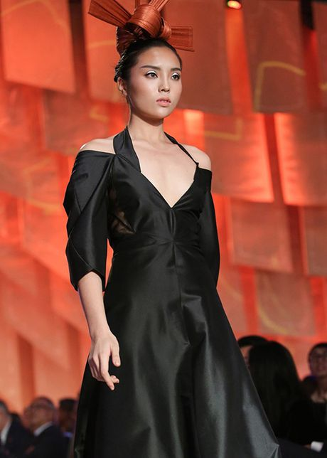 HH Ky Duyen tro lai day manh me sau scandal hut thuoc - Anh 7