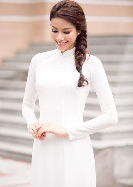 HH Pham Huong dep hut hon voi ao dai trang tinh khoi - Anh 10