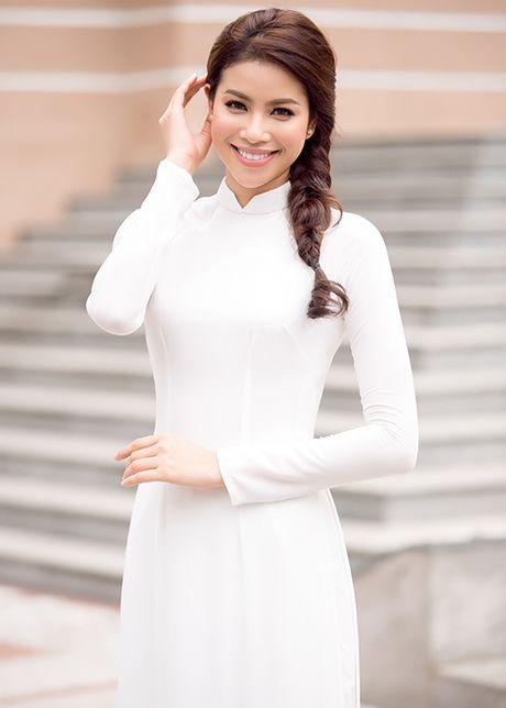HH Pham Huong dep hut hon voi ao dai trang tinh khoi - Anh 9
