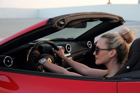 'Bong hong Tay' sexy ben Ferrari California T tien ty - Anh 7
