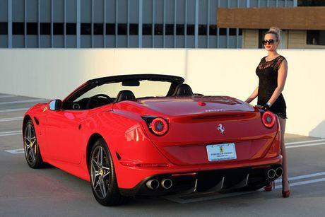 'Bong hong Tay' sexy ben Ferrari California T tien ty - Anh 9