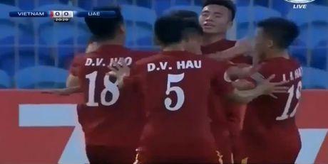 U19 Viet Nam cam hoa UAE trong the thieu nguoi - Anh 2