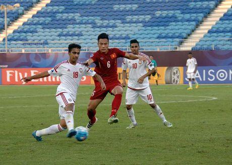 U19 Viet Nam cam hoa UAE trong the thieu nguoi - Anh 4